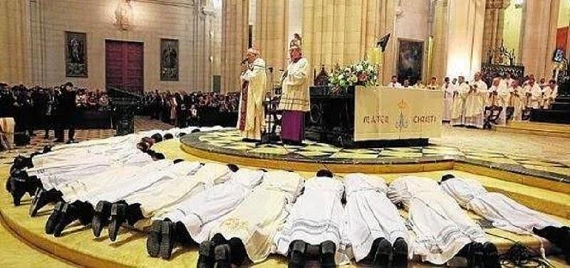 Sobran sacerdotes y templos